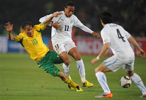 Forlan chói sáng với cú đúp bàn thắng. Ảnh: AFP.