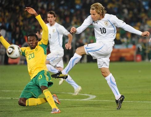 Sự bất lực của là hình ảnh tiêu biểu cho Nam Phi trong trận đấu này. Ảnh: AFP.