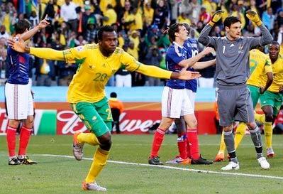 Nam Phi trở thành đội chủ nhà World Cup đầu tiên phải chia tay ngay sau vòng bảng.