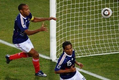 Pháp gây thất vọng trong cả ba trận vòng bảng.