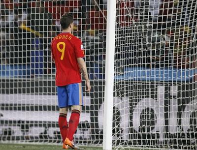 Torres tiếp tục thi đấu mờ nhạt trong trận đấu này. Ảnh: AP.