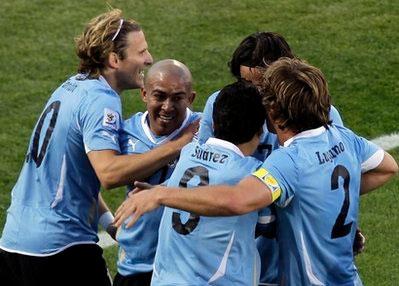Với ngôi nhất bảng A, Uruguay nhiều khả năng tránh được Argentina ở vòng tới.