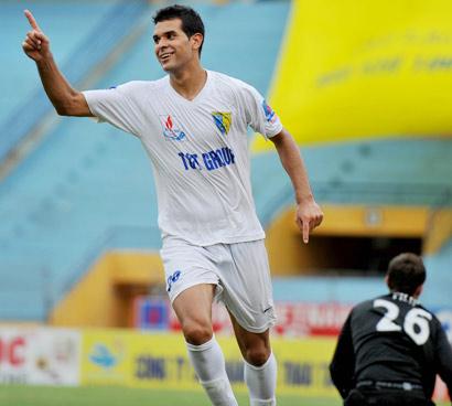 Tiền đạo Gonzalo lập hat-trick trận này.