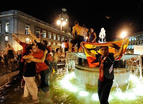 CĐV Tây Ban Nha có thể hài lòng với thành tích của đội nhà tại World Cup lần này.