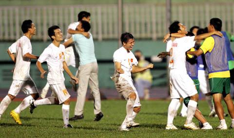 Niềm vui của các cầu thủ Việt Nam khi cầm hòa Hàn Quốc. Ảnh: An Nhơn.