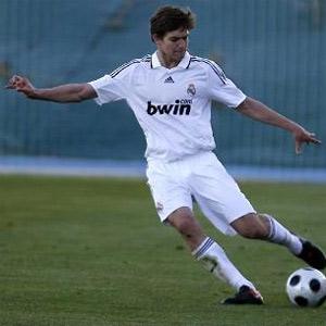 Alonso mới có 1 lần duy nhất chơi cho đội hình chính tại Real.