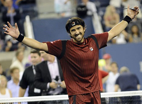 Janko Tipsarevic mừng chiến thắng bất ngờ. Ảnh: AFP.