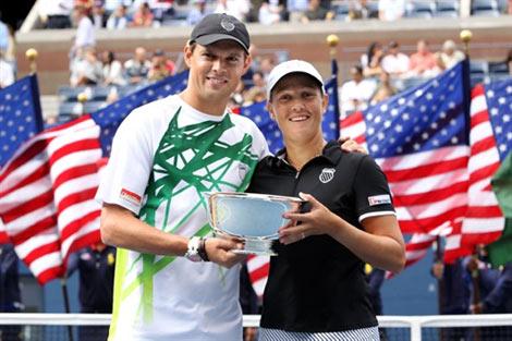 Liezel Huber và Bob Bryan nhận chức vô địch đôi nam nữ.