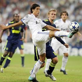 Real chỉ mất 14 triệu euro cho vụ mua Khedira và 15 triệu cho vụ mua Ozil.