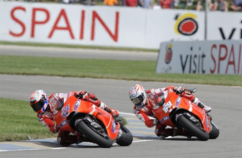 Cả Stoner và Hayden đều đang cố gắng hòng giành chiến thắng tại Aragon.