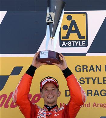 Stoner cùng với đồng đội Hayden giúp Ducati có một chặng đua thành công ngoài mong đợi