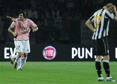 Pastore chơi hay nhất và đóng vai trò linh hồn của Palermo trong trận thắng Juventus. Ảnh: AFP.