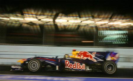 Vettel để tuột vị trí pole do mắc sai lầm khi vào cua.