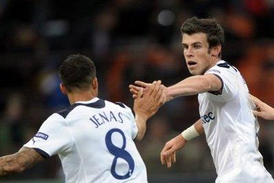 Bale cũng thuận chân trái như một cầu thủ nổi tiếng khác của xứ Wales, Ryan Giggs.