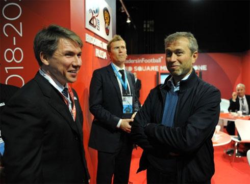 Sorokin (trái) và ủy ban vận động của Nga có thể chịu vạ việng vì phát ngôn của ông.