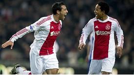 Mounir (bên trái) của Ajax.