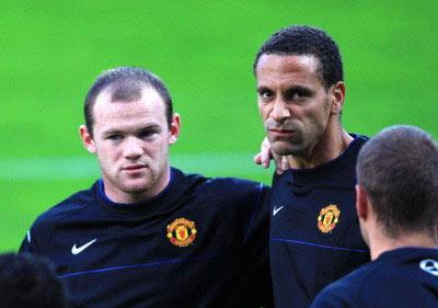 Rooney (trái) và Feridnand là đồng đội thân thiết ở cả CLB lẫn đội tuyển.