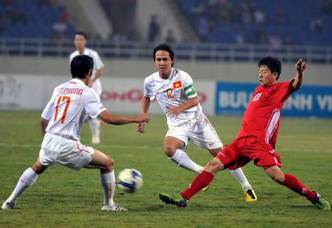 Việt Nam đã chơi ngang ngửa với Bắc Triều Tiên trong hiệp một. Ảnh: Hoàng Hà.