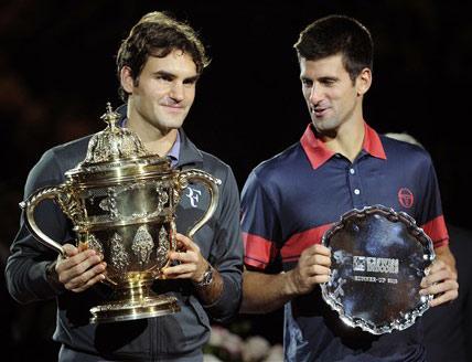 Federer và Djokovic trong lễ nhận giải thưởng.