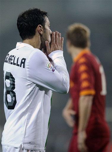 Juventus của Quagliarella thiếu một chút may mắn để đánh bại Roma. Ảnh: AFP.