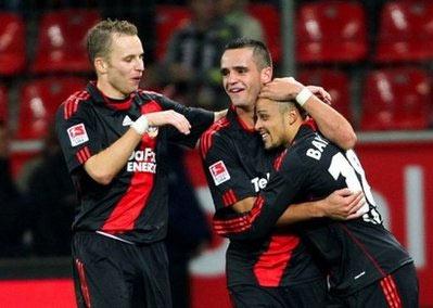 Niềm vui của các cầu thủ Bayer Leverkusen.
