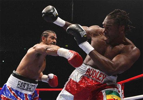 Harrison là võ sĩ thứ hai vỡ mộng đoạt đai WBA vì không chịu nỗi những pha ra đòn như trời giáng của Haye.