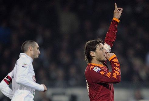 Totti tìm lại cảm giác ghi bàn ở Serie A là điều rất có ý nghĩa với Roma. Ảnh: AFP.
