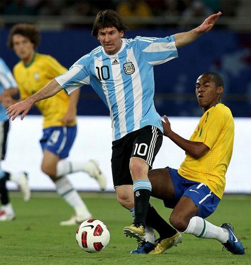 Không tận dụng được những cơ hội từ hiệp đầu, Brazil để Argentina lấy lại thế trận và chiến thắng với một khoảnh khắc thiên tài của Messi. Ảnh: AFP.