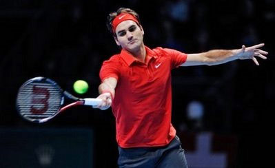 Roger Federer trong trận thắng Andy Murray. Ảnh: AFP.