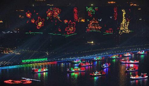Dòng Châu Giang lung linh đêm bế mạc.