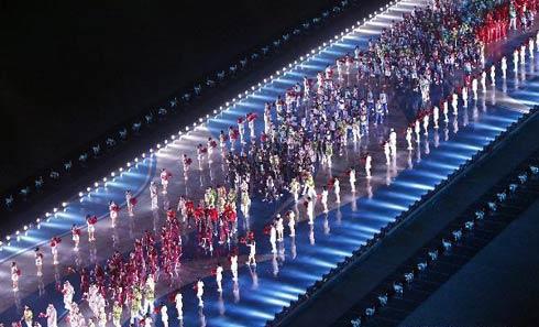 Hơn 10.000 VĐV đến từ 45 đoàn thể thao đã tranh tài ở 42 môn thể thao - một kỷ lục. Có 36 đoàn giành được huy chương. Ngôi đầu thuyết phục thuộc về Trung Quốc, với 199 HC vàng. Vị trí thứ nhì với 76 HC vàng thuộc về Hàn Quốc - nước chủ nhà của Asiad kỳ tới, 2014 ở thành phố Incheon.