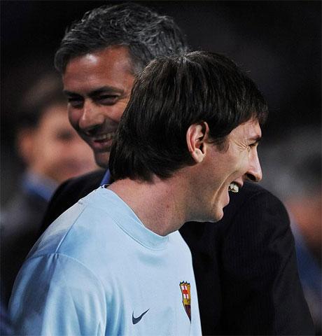 Mourinho luôn tìm được cách khắc chế Messi ở các lần ông chạm trán Barca trước đây. Ảnh: AS.