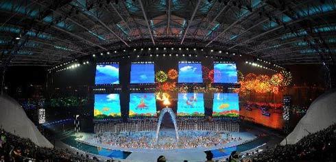 Khác với các kỳ Asiad, Olympic trước, đuốc cháy sáng ngay giữa sân khấu trong những ngày diễn ra Đại hội thay vì ở đài đuốc góc sân vận động.
