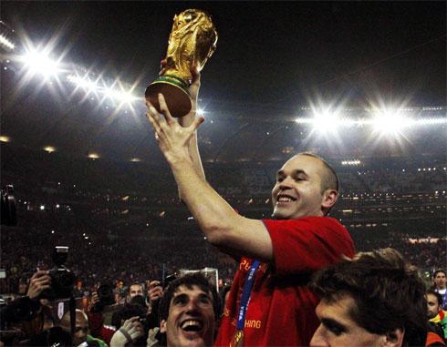 Iniesta có thể nối tiếp truyền thống vô địch World Cup, đoạt Quả bóng vàng tồn tại 12 năm qua.