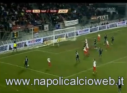 Pha tấn công của đội Napoli.