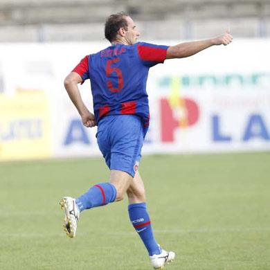 Cầu thủ Dorel Stoica của Craiova.
