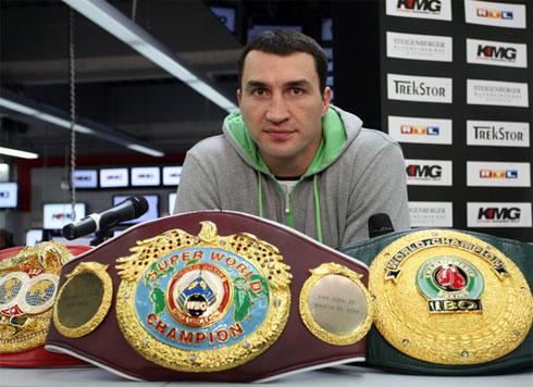 Klitschko muốn dứt hẳn chấn thương rồi mới đấu với Chisora. Ảnh: Boxingnews.