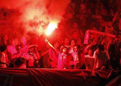 CĐV Indonesia hứa hẹn sẽ biến Bung Karno thành một chảo lửa khi tái ngộ Malaysia hôm nay. Ảnh: Allvoices.