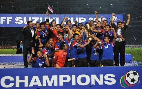 Malaysia tiếp tục gặt hái thành công ở AFF Cup 2010 với thành phần nòng cốt là những cầu thủ trẻ từng đoạt HC vàng SEA Games 2009. Ảnh: AFP.