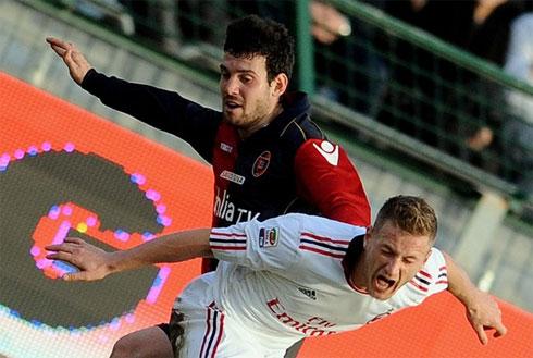 Cagliari thiếu một chút may mắn để giành điểm trước Milan.