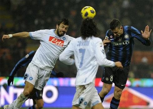 Thiago Motta (phải) là người hùng khi lập một cúp đúp, mở và khép lại chiến thắng cho Inter.