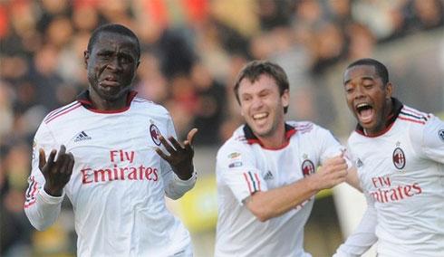 Không có Ibrahimovic, Robinho và Pato mờ nhạt, Milan vẫn tìm được chiến thắng nhờ một khoảnh khắc lóe sáng của Strasser (trái).
