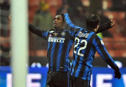 Cặp Milito - Eto'o đang hồi sinh dưới bàn tay nhào nặn của tân HLV Leonardo. Ảnh: AFP.