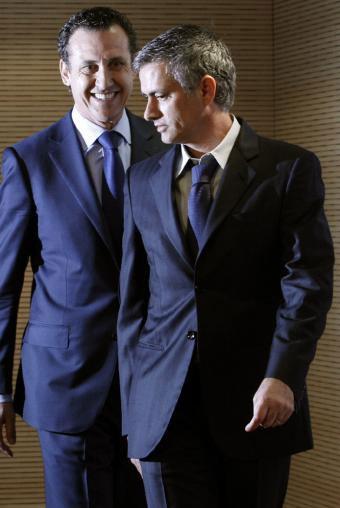 Sóng gió trong quan hệ với Valdano sẽ khiến Mourinho chịu thêm nhiều sức ép ở Real. Ảnh: ElPais.