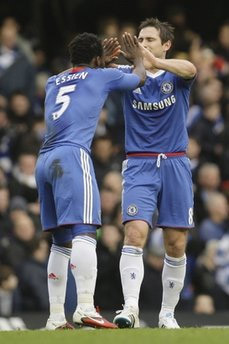 Chelsea đang rất cần Lampard (phải) lúc này.