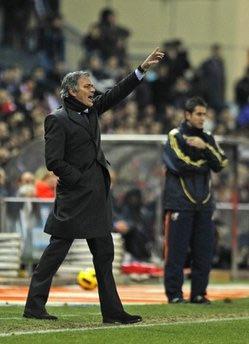 Mourinho đang cố gắng chấm dứt hai mùa trắng tay của Real.