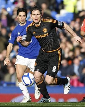 Nhiều vị trí trong đội hình của Chelsea vẫn chưa lấy lại được phong độ.
