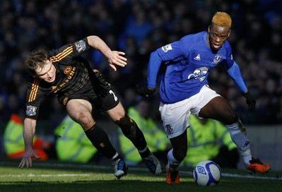 Everton (áo xanh) tổ chức tấn công tốt hơn Chelsea.