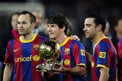 Xavi, Messi và Iniesta (từ phải qua).