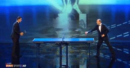 Hai ngôi sao so tài ngay trên sân khấu trước sự chứng kiến của hàng trăm quan khách.
